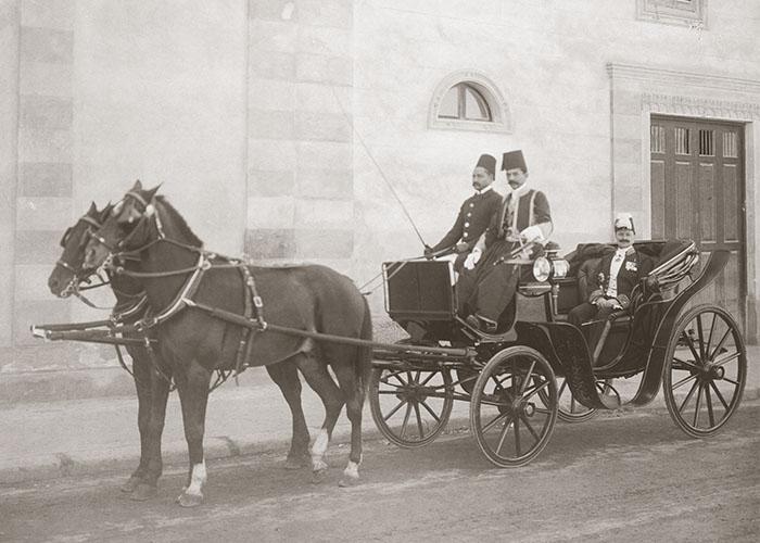 Ausfahrt in der Equipage: Max von Oppenheim in Diplomatenuniform, Kairo 1906