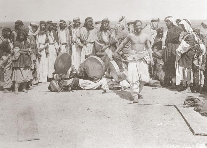 Fakir-Tanz vor dem Expeditionshaus, Tell Halaf 1912/1913