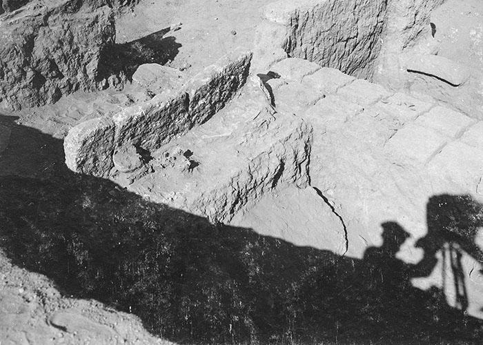 Fotografen-Schatten in der Grabung, Tell Halaf 1912/1913