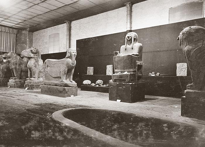 Inszenierung der »Großen Sitzenden« im Tell Halaf-Museum, um 1930