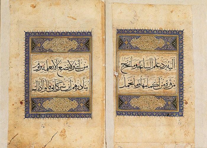 Illuminierte Doppelseite eines großformatigen Koranfragments im Muhakkak Duktus 16.17. Jh.